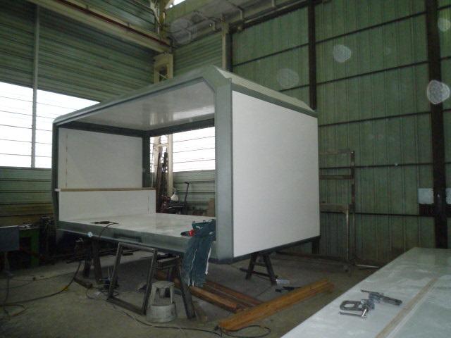 construction de la cellule camping car 4 4 pose des panneaux carnet de route de martine et. Black Bedroom Furniture Sets. Home Design Ideas