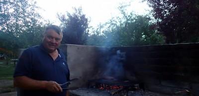 Gérard devient un pro de l'asado
