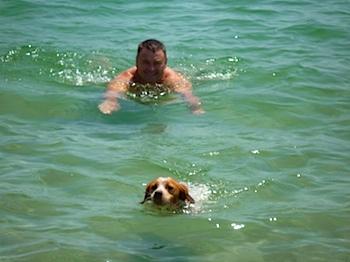 Baignade dans la mer Egée