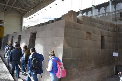 mur inca de l'ancien temple du Soleil
