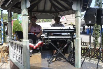 Orchestre dans les bars pour l'ambiance