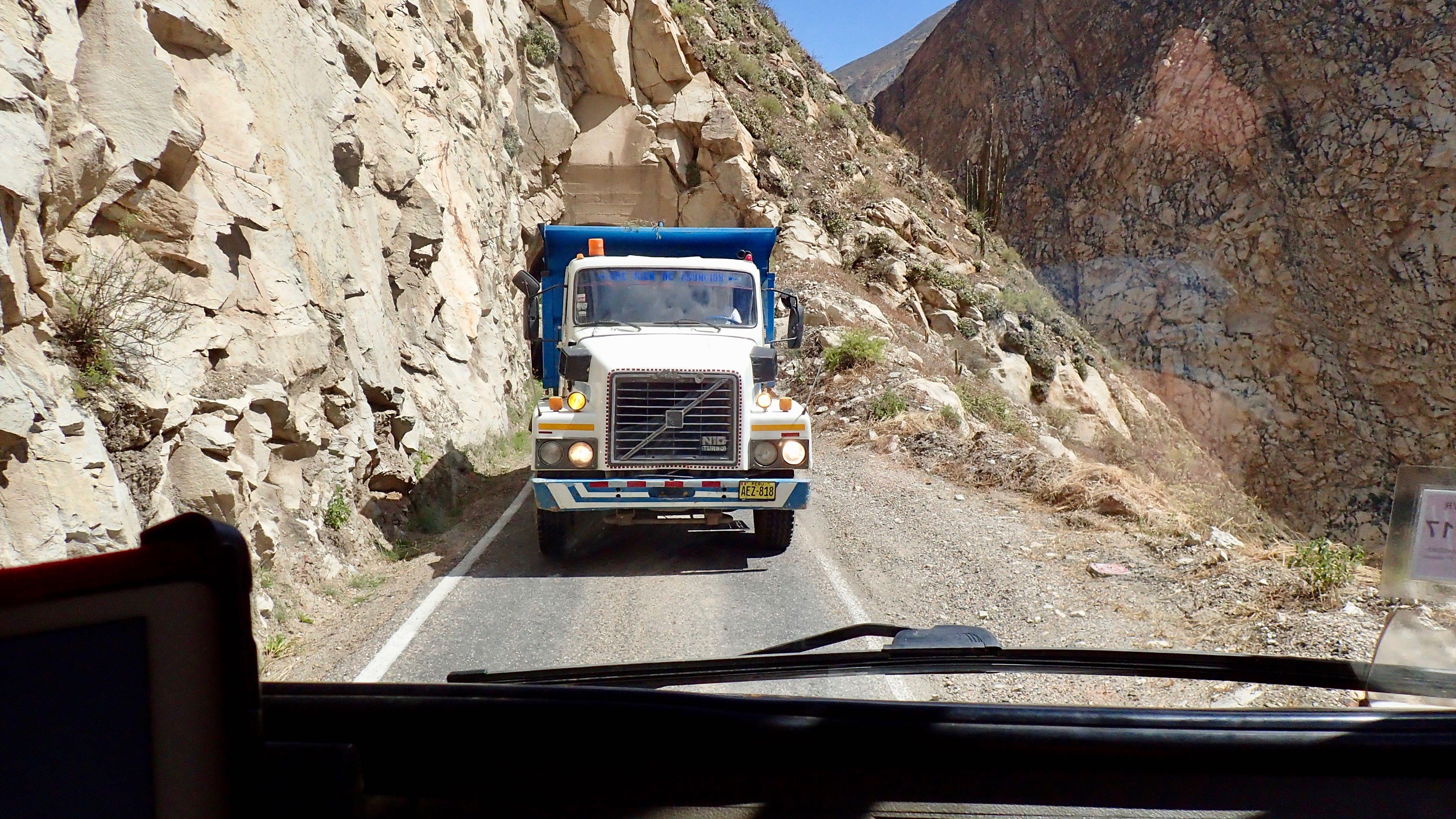 face à face avec un camion.