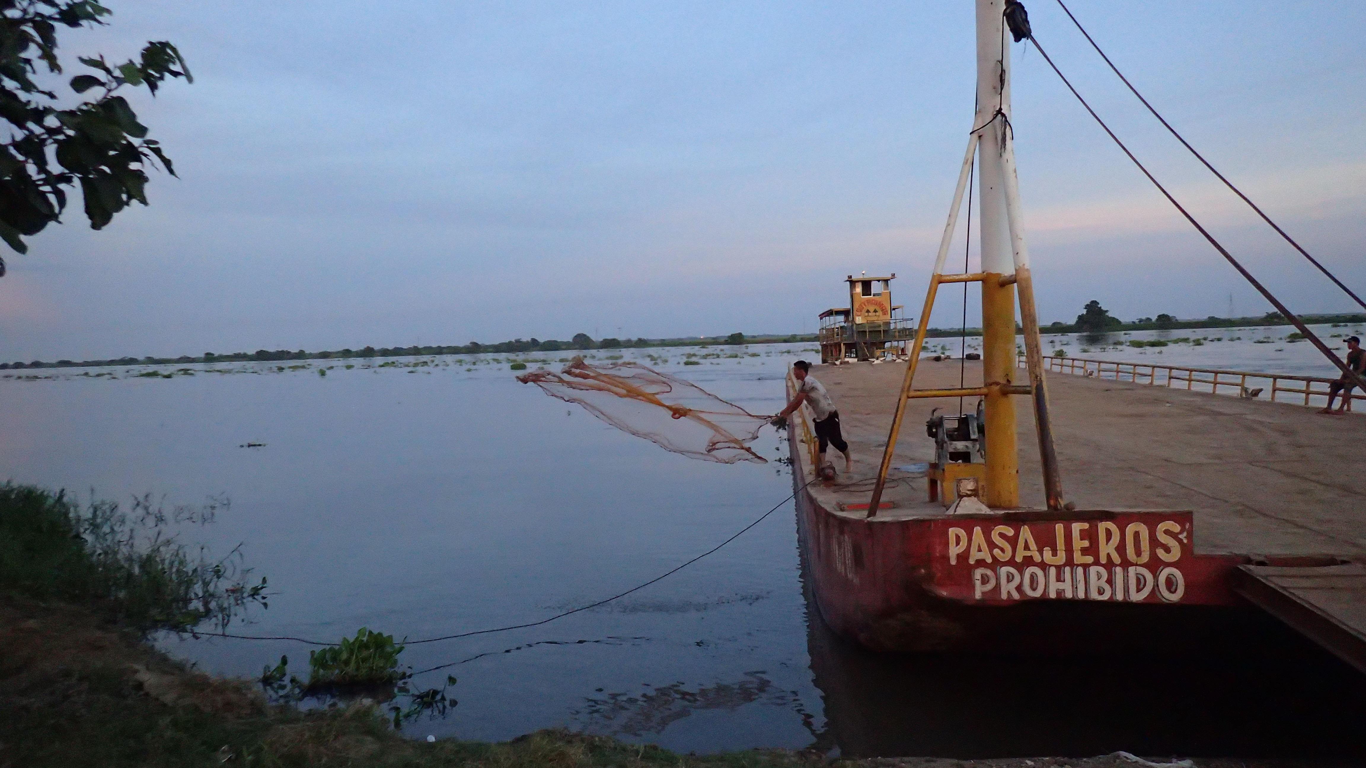 En attendant le ferry sert de quai pour la pêche