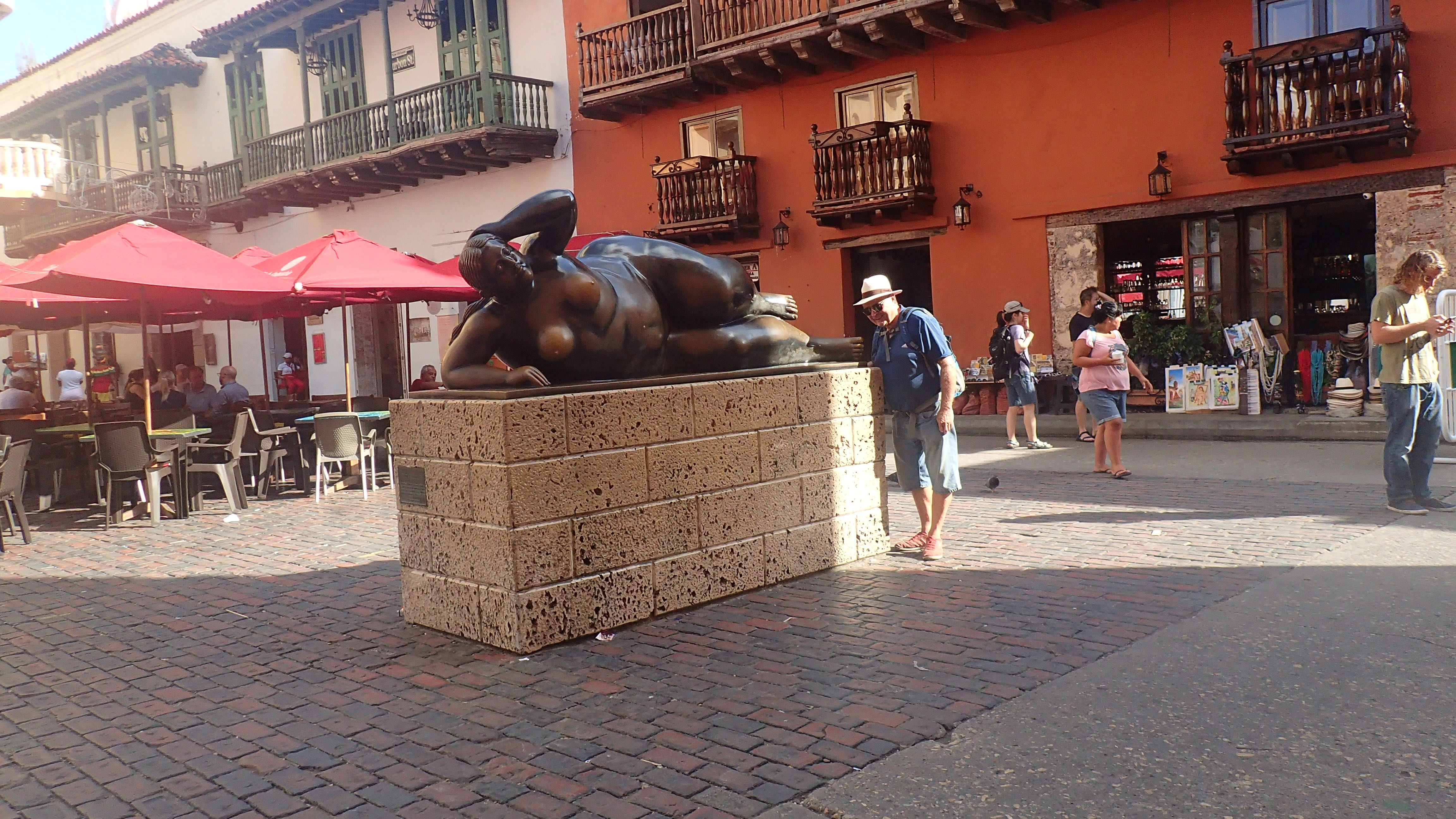 Tiens encore une statue Boterro