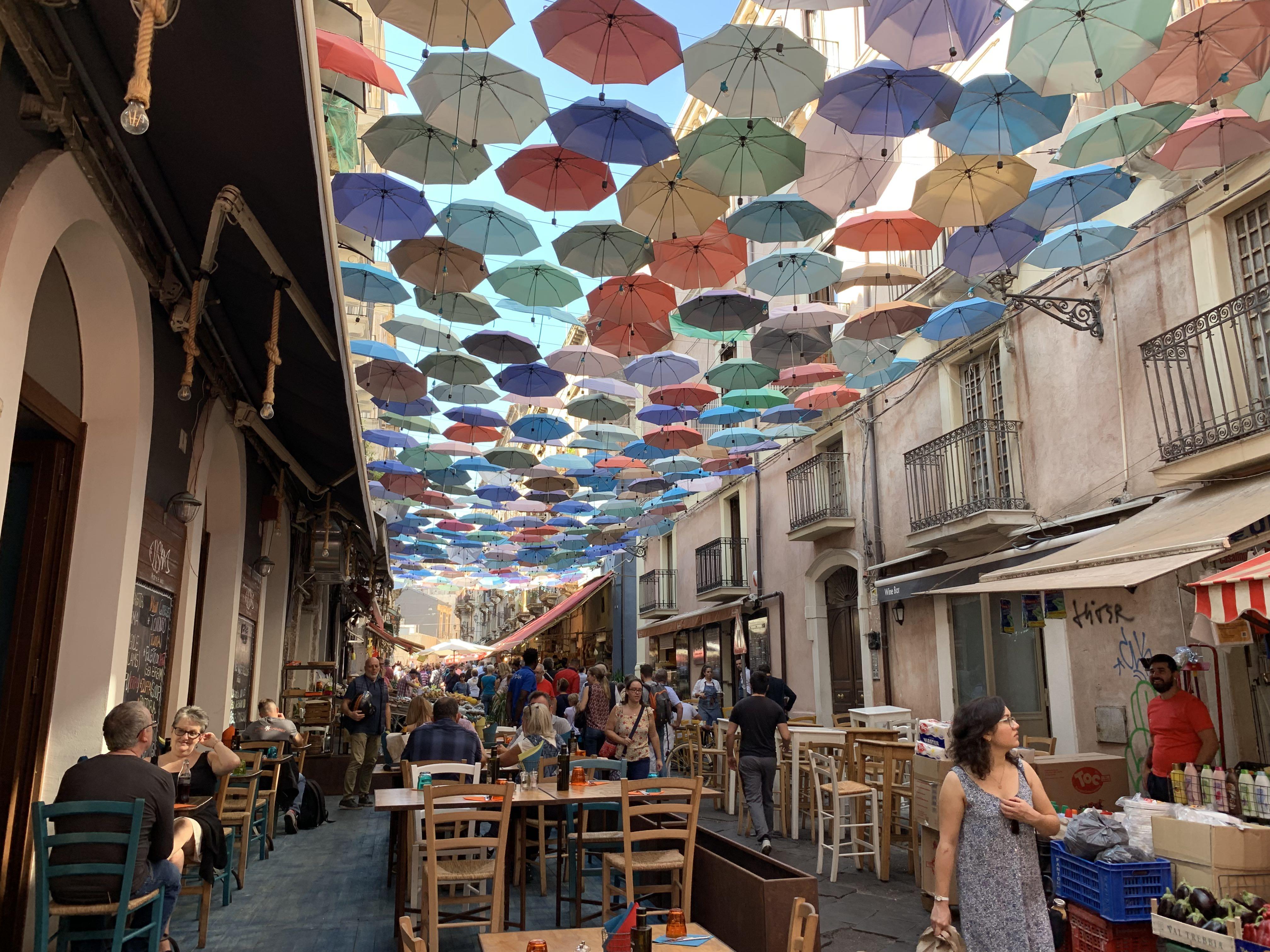Tiens, on voit les parapluies de Vesoul à Catane