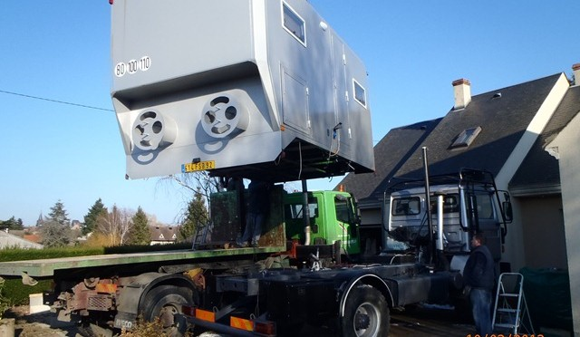 camion 4 4 construction cellule camping car carnet de route de martine et g rard. Black Bedroom Furniture Sets. Home Design Ideas
